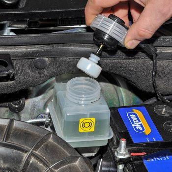 Тормозная жидкость - замена в Самаре | Авто-Лидер